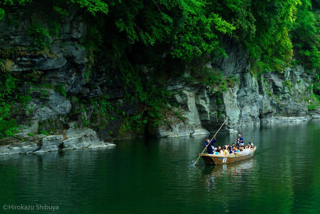 長瀞渓谷 岩畳の新緑 初夏のライン下りを楽しむ(撮影地:埼玉県長瀞町)
