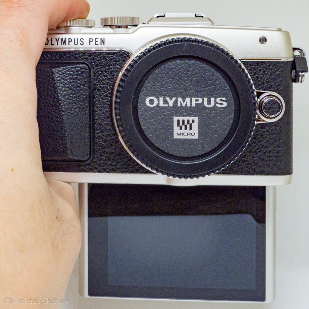 OLYMPUS PEN Lite E-PL7外観(背面液晶を180度回転)