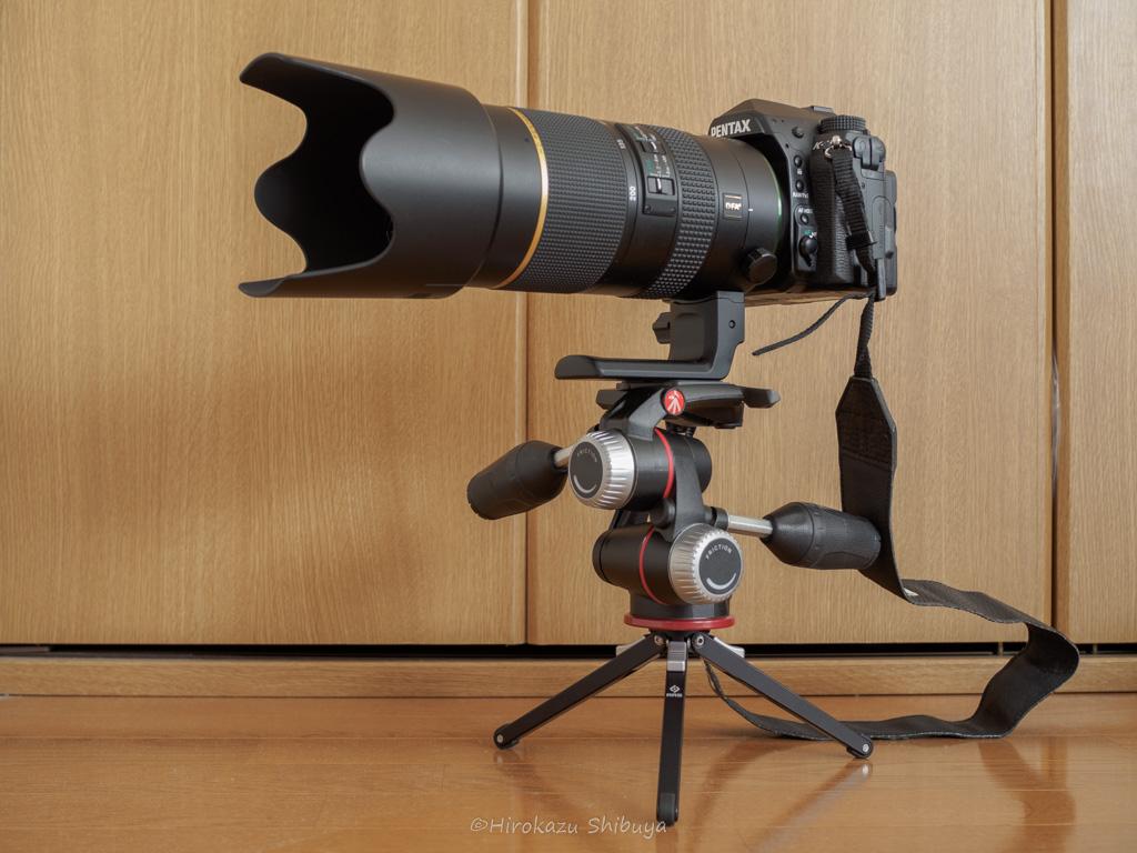 RRS-TFA01にフルサイズ一眼レフカメラ+望遠ズームレンズを載せた様子
